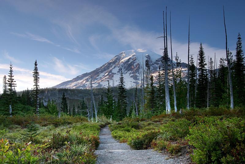 "<a href=""http://www.photographycorner.com/forum/showthread.php?t=101057"">Mt Rainier</a> by <a href=""http://www.photographycorner.com/forum/member.php?u=20054"">Russ</a>"