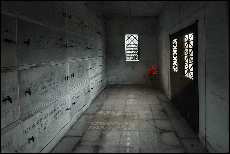 """<a href=""""http://www.photographycorner.com/forum/showthread.php?t=105256"""">The Mausoleum</a> by <a href=""""http://www.photographycorner.com/forum/member.php?u=9463"""">cosmonaut</a>"""