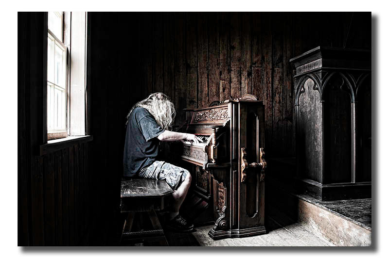 """<a href=""""http://www.photographycorner.com/forum/showthread.php?t=105221"""">The Organist - Guess Who?</a> by <a href=""""http://www.photographycorner.com/forum/member.php?u=10628"""">Nikon_Mario</a>"""
