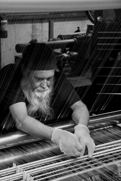 "<a href=""http://www.photographycorner.com/forum/showthread.php?t=103379"">World's Most Experienced Weaver</a> by <a href=""http://www.photographycorner.com/forum/member.php?u=20510"">garthfan0523</a>"