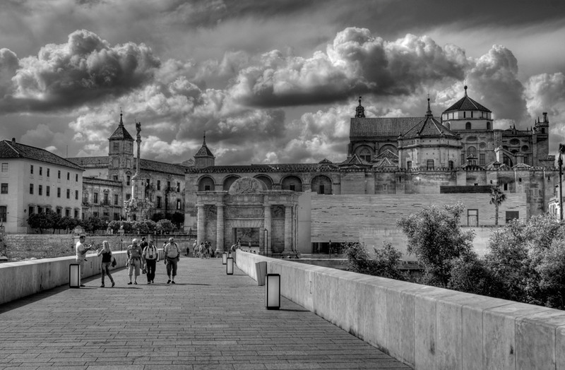 "<a href=""http://www.photographycorner.com/galleries/showphoto.php/photo/45828"">Crossing the Roman Bridge to Mezquita</a> by <a href=""http://www.photographycorner.com/forum/member.php?u=18429"">dioneanu</a>"