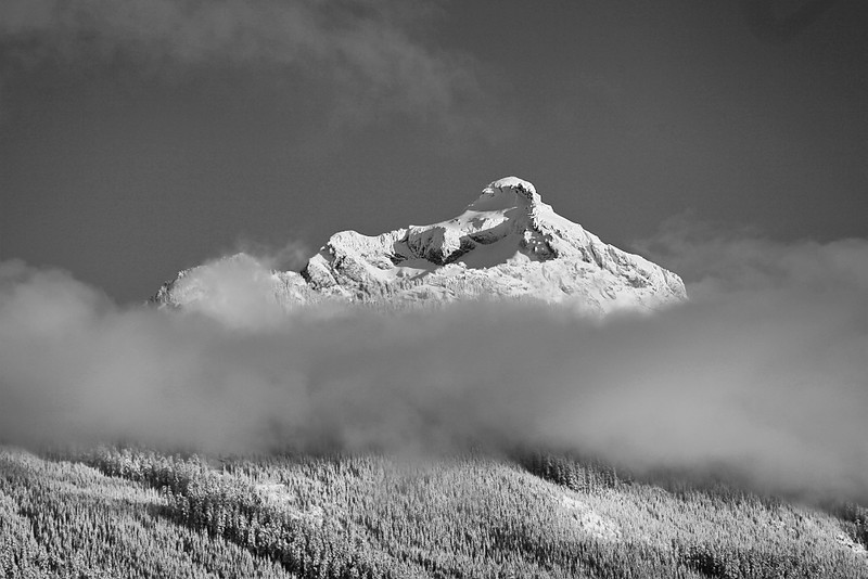 """<a href=""""http://www.photographycorner.com/forum/showthread.php?t=108201"""">Mantle of Clouds for the Ice King</a> by <a href=""""http://www.photographycorner.com/forum/member.php?u=337"""">squirl033</a>"""