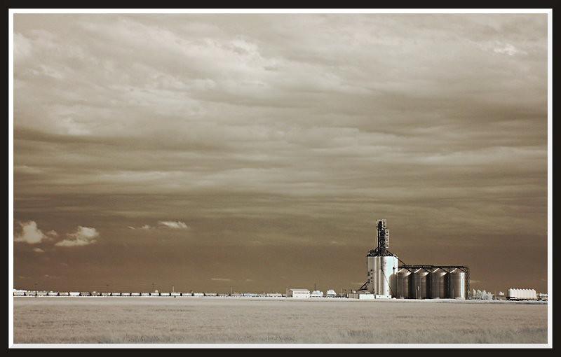 Grain Elevator by Moltogordo