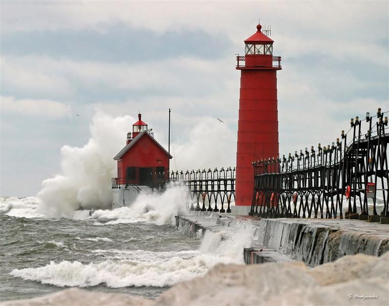 "Round 1, Group III Winner Wild Waves by <a href=""http://www.photographycorner.com/forum/member.php?u=8943"">Sniedzwiecki</a>"