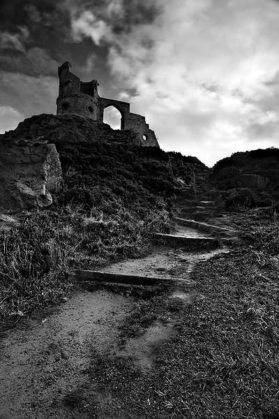 "Mow Cop Castle by <a href=""http://www.photographycorner.com/forum/member.php?u=8139"">Andy Mott</a>   Check out the <a href=""http://www.photographycorner.com/forum/showthread.php?t=81069"">final voting results for Round 1, Group C</a> of the <a href=""http://www.photographycorner.com/2008-photograph-of-the-year"">2008 Photograph of the Year Contest</a> to find out where this photograph placed.  Also make sure to check out the <b><a href=""http://photographycorner.smugmug.com/gallery/7169189_ALAW4"">top 20 finalists</a></b> from the <a href=""http://www.photographycorner.com/2008-photograph-of-the-year"">PhotographyCorner.com 2008 Photograph of the Year</a> contest!"