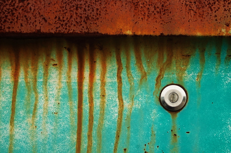 "Rusted by wohlerperc  <a href=""http://www.photographycorner.com/forum/showthread.php?t=96308"">See the Round 1 Voting Results here</a>"