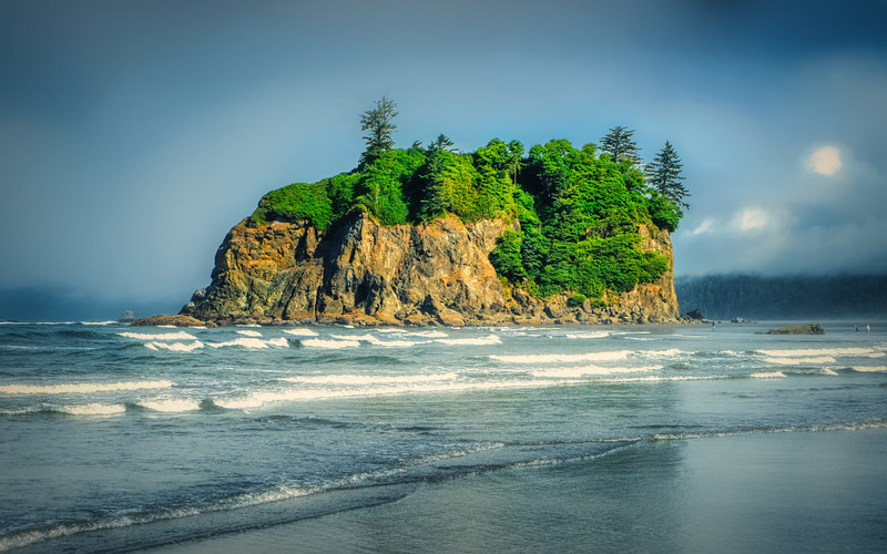 Ruby Beach with crashing waves