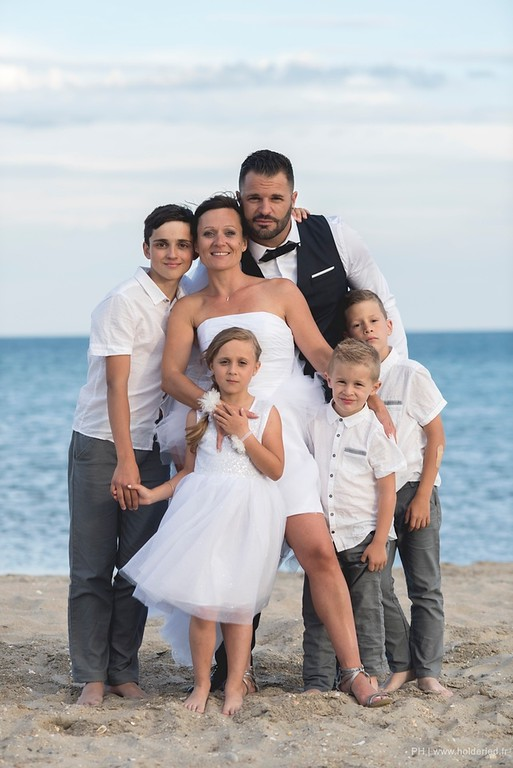 Photo pro en famille sur la plage à Montpellier