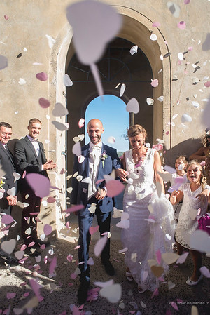 Photographe mariage Montpellier :  Les mariés sous les confettis