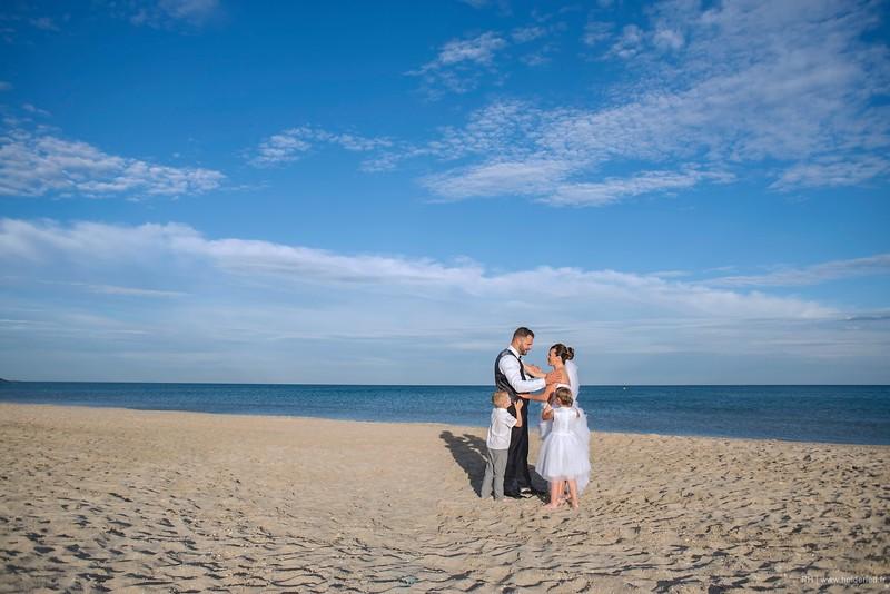 Photo pro en famille sur la plage à Montpellier - photographe mariage Montpellier