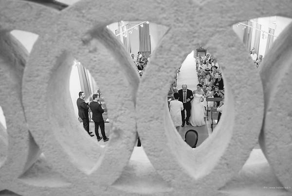 L'arrivée de la mariée à l'eglise   - photographe mariage montpellier