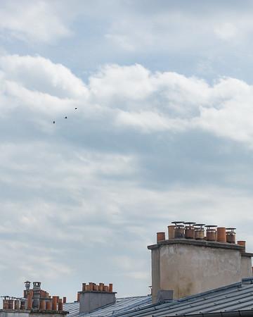 L'espace au-delà des toits  �� �� �� . . #photographathome #covid19 #frommywindow #RestezChezVous #stayathome #confinement #paris #parisphoto #lightexmachina #autophotosgraphein