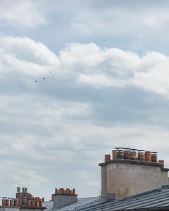 L'espace au-delà des toits  ☁️ ☁️ ☁️ . . #photographathome #covid19 #frommywindow #RestezChezVous #stayathome #confinement #paris #parisphoto #lightexmachina #autophotosgraphein