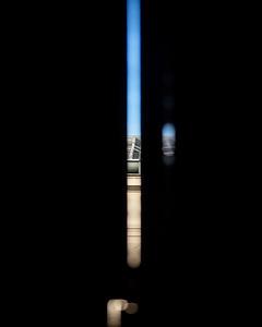 A travers les volets . Cette image a été réalisée le matin du 18 avril 2020, en me réveillant. Si, si, je dors avec mon appareil 😜 Il s'agit de la vue à travers mes volets fermés, de l'immeuble d'en face. Quand on peut prendre son temps, ce moment entre le réveil et le lever porte une atmosphère particulière. Étant enfant, je me souviens que j'aimais laisser vagabonder mon imaginaire autour de ces raies de lumières entre les volets de la chambre. Ce matin m'a rappelé cela, ce doux moment entre deux univers. 🌄 😊 . . #enfance #souvenir #instantané #snapshot #photographathome #covid19 #frommywindow #RestezChezVous #stayathome #paris #parisphoto #lightexmachina #autophotosgraphein