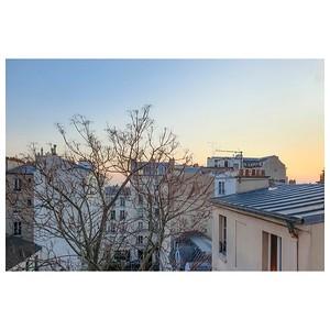 """Photo réalisée par ma fille 🤩 📸 et elle a dit : """"c'est beau !""""  #jeunetalent #inspiration #aube #photographathome #frommywindow #toitsdeparis #toitdeparis #paris #parisphoto #RestezChezVous #stayathome #covid19 #lightexmachina"""