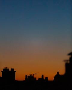 5h46. Dégradé du ciel peu avant le lever du soleil.  #photographathome #frommywindow #paris #parisphoto #RestezChezVous #stayathome #covid19 #lightexmachina