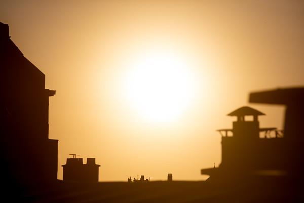 Astre du jour   🌞 🤩 . Juste la magnificence de la lumière du soleil , quelque soit l'environement ! . . #photographathome #covid19 #frommywindow #RestezChezVous #stayathome #confinement #paris #parisphoto #soleil #leverdesoleil #sun #sunrise #toit #toitdeParis #lightexmachina #autophotosgraphein