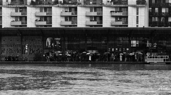 De ville et d'eau  Paris, Quai de la Seine, Bassin de la Villette Trois facettes entremêlées de la ville.