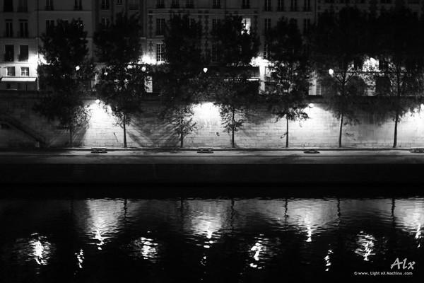Seine miroir de Paris  Paris, Quai des Orfèvres  Quai déserté par une nuit calme et graphique.
