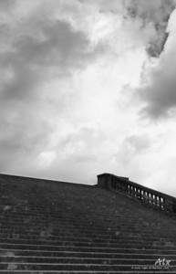 Imagination  Jardins de Versailles. Un ciel dramatique, un escalier monumentale appellent notre imagination…