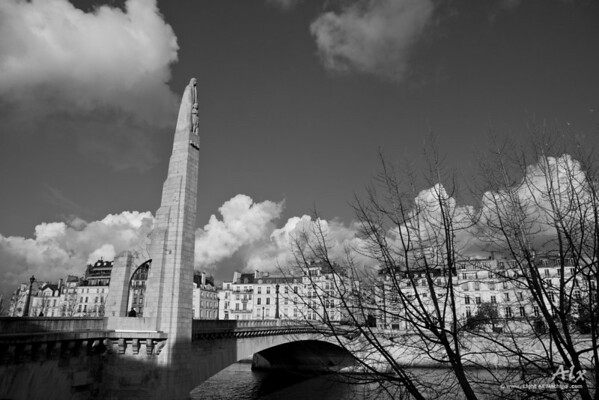 Vers l'île Saint-Louis  Paris, Pont de la Tournelle Paris muse intemporelle du photographe.