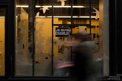 #JeSuisCharlie est partout, ici sur la devanture d'une petite entreprise.