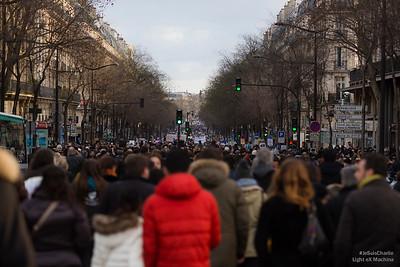 Boulevard de Magenta, les citoyens se dirigent en masse vers la place de la République.