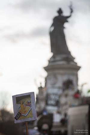 Message on ne peut plus clair au terrorisme. Place de la République. #JeSuisCharlie #CharlieHebdo