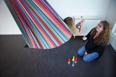 Nanna Hyldig Reimich, selvstændig ergoterapeut arbejder hjemme og på lejet klinik modelfoto med datteren Mille Silkeborg, 19.6.2013