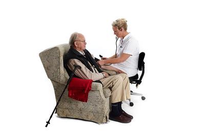 Genindlæggelse modelbilleder Sygeplejerske med blodtryks måler, blodsukker måler mm. Model: SP Birgitte Blicher