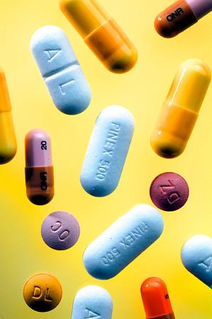 Medicin, smertestillende piller, forskellige mærker og styrker