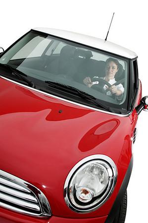Pendling, sygeplejerske i rød bil, modelfoto, Århus