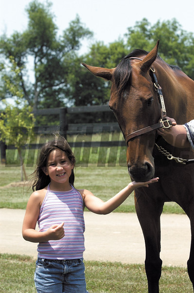 Serena Drendel, 7, gives a mint to  her namesake Serena's Song at Denali Stud near Paris, Ky. on July 11, 2002.<br /> SerenaCIGARJohnOrigs image 31<br /> Photo by Anne M. Eberhardt