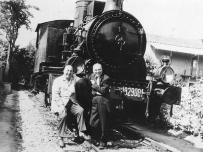 Alpignano, 1962. Tallone and Pablo Neruda shared the same passion for steam locomotives.