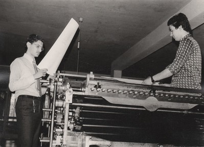 Alpignano, beginning of the 1970s. Enrico and Aldo Tallone while printing.