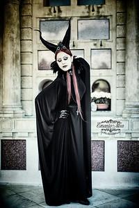 Model: Nera Nocturna Flâneura