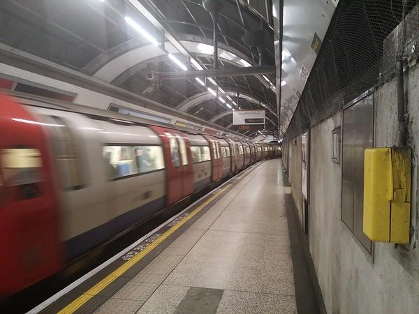 Moorgate tube