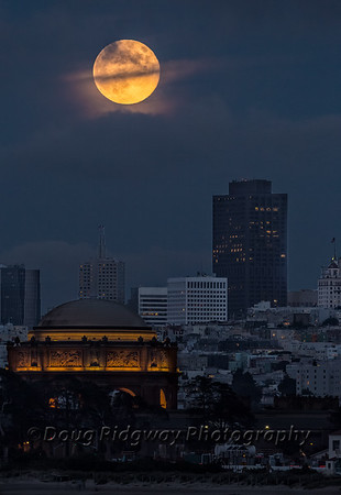 Moonrise ove rthe Palace of Fine Arts