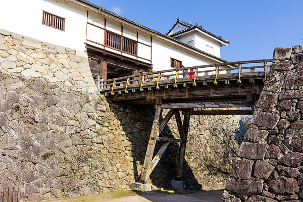 Hikone castle, main entrance in the tenbin yagura, with the Rokabashi bridge. If trying to take the castle, at this point you had to now turn 270 degrees to get to the bridge, all the time while you were under enemy fire.