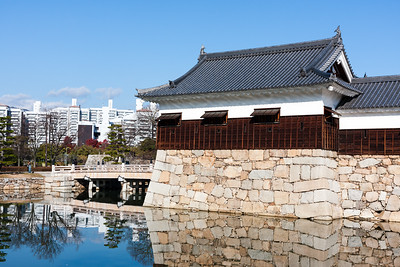 The Hira Yagura turret guarding the side and front of the main gate across the inner moat.
