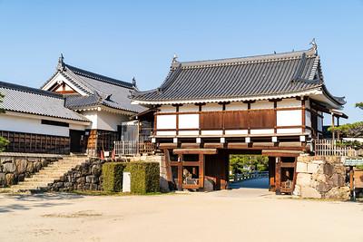 Omotegomon gate and Hira Yagura turret.