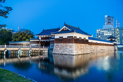 Night time view of the inner moat with the Omotegomon gate and Hira Yagura turret
