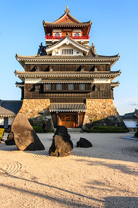 The rock garden in front of the tenshu, keep.