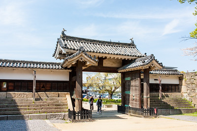 The oteninomon gate, a post and beam Koraimon gate opening into the masugata compound. A masugate gate complex is a first weak but narrow gate that takes you into a walled compound with a very strong gate on the other side at a right angle. The narrow gate slows you down, the right angle does the same and on three sides you have lines of defenders shooting at you, as well as a turret over the second gate. It's the perfect killing zone.