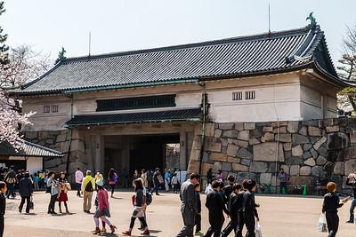 Reconstructed main gate, Nishinomaru-enokida, a yaguramon gate, gate with turret over.
