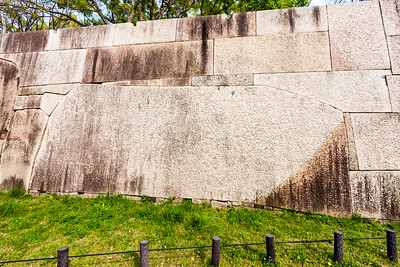 Kyobashi-guchi entrance, huge stone, 'Higoishi stone'