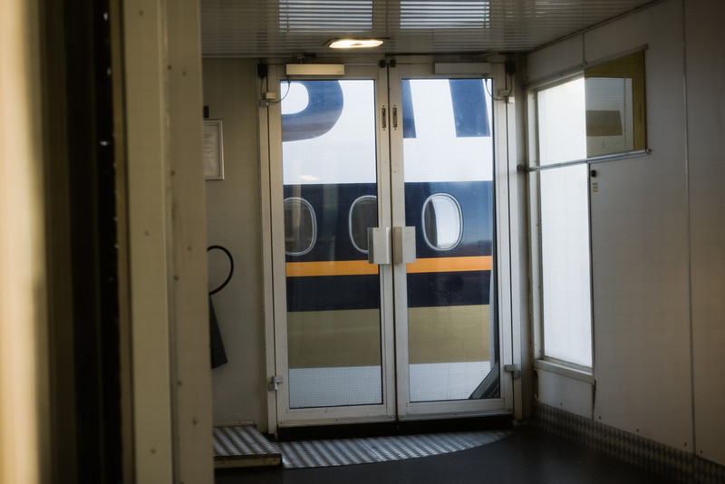 boeing_777_heathrow_terminal_door-L.jpg