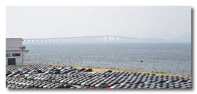 The 14km bridge spanning across Guanabara Bay, linking Rio and Niteiroi. Rio de Janeiro, Brazil.
