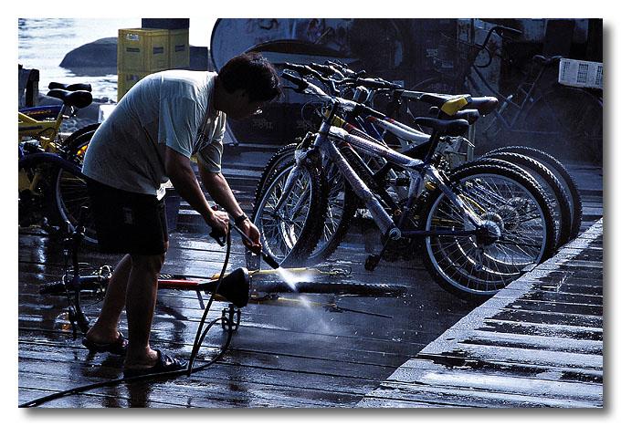 Wash wash wash ya bikes...Pulau Ubin.