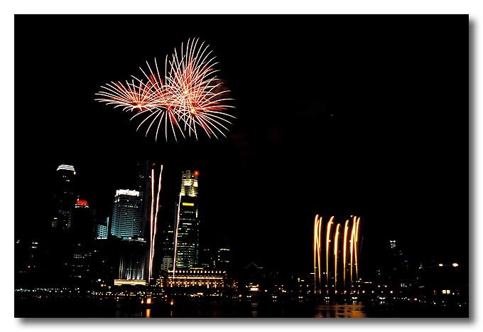 And my FFFFFavourite segment, fireworks!!! Benjamin Shears Bridge, National Day Parade.